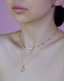 ranbow-necklace-model